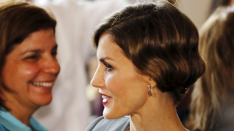 .La reina lució un recogido también estilo años veinte acorde con el vestido.