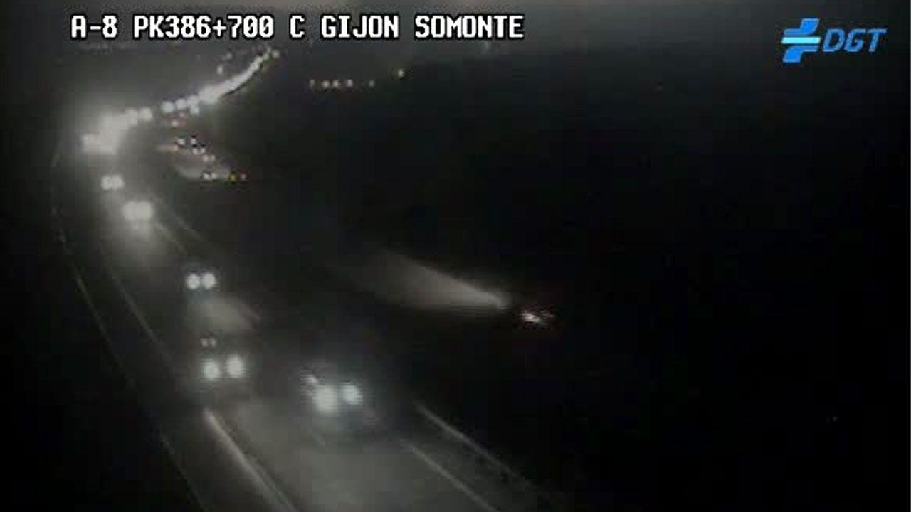 «Abuso e inseguridad» en Gascona.Tráfico de primera hora de la mañana en las proximidades de la salida de la A-8 a Tremañes y Somonte