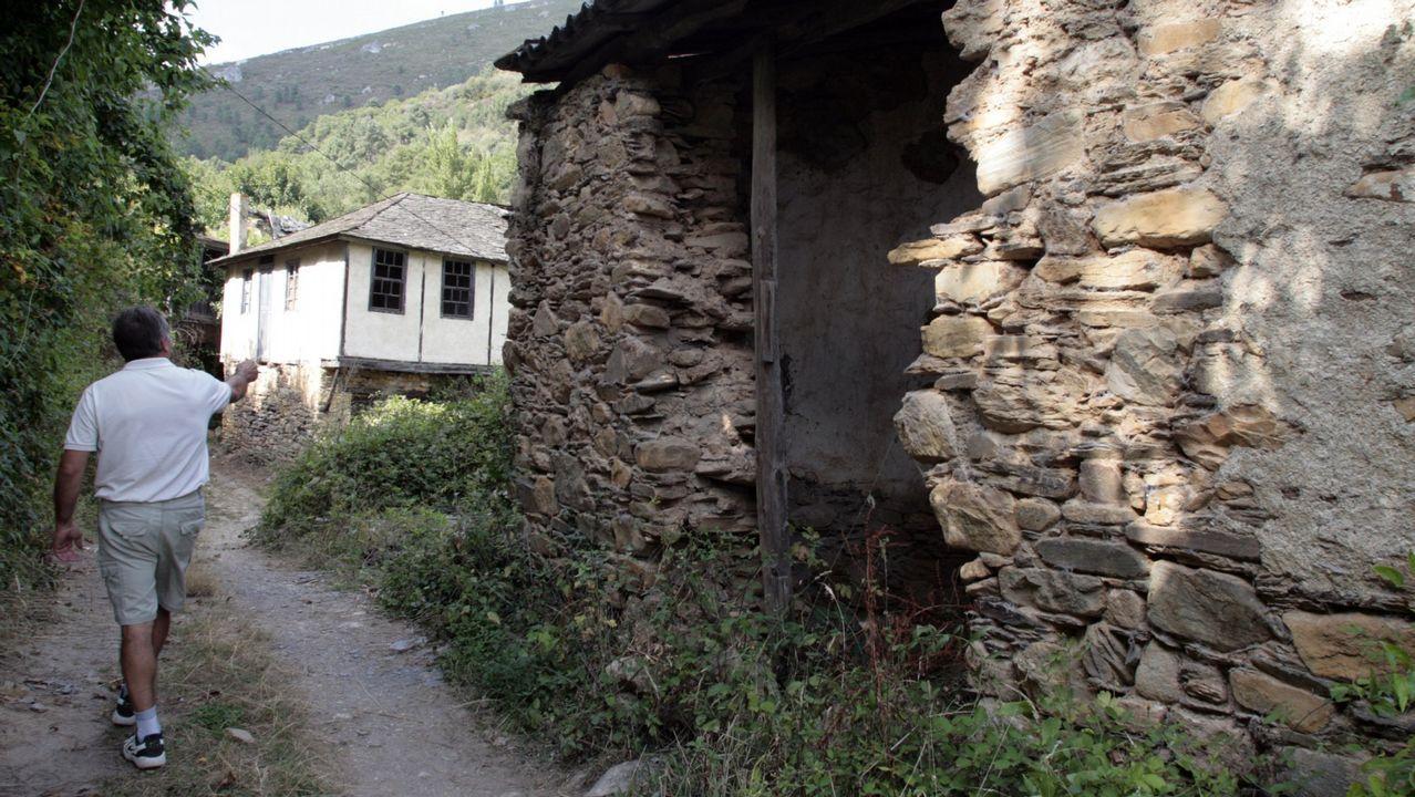 Una pareja inglesa compra una aldea en Viveiro.Granizo y nieve en A Mariña