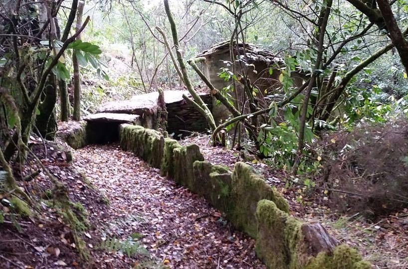 El colectivo colaboró en los trabajos con la Fundación Galicia Verde, que mantendrá el sendero.