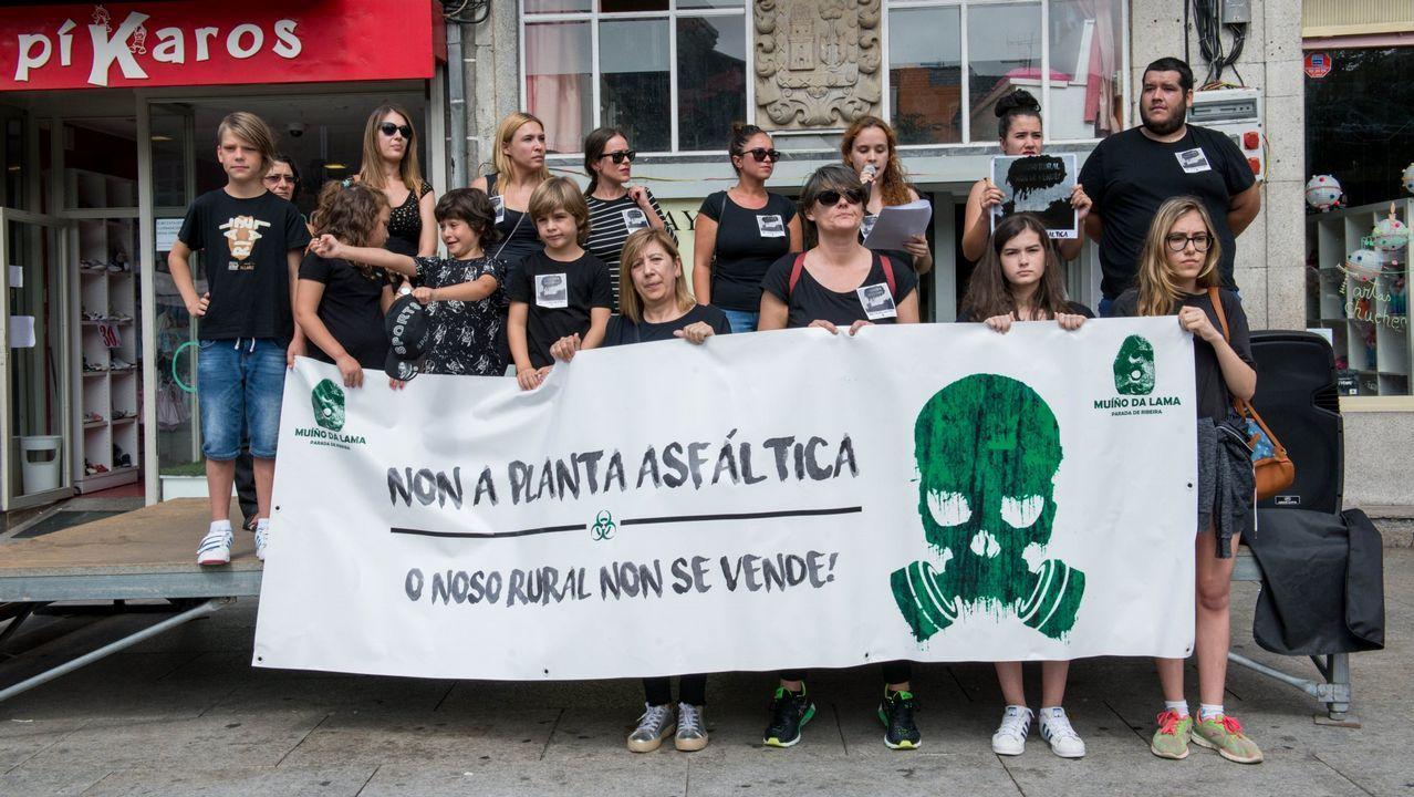 Las nuevas letras de Ribeira ya tienen color.Planeadoras decomisadas por Vigilancia Aduanera