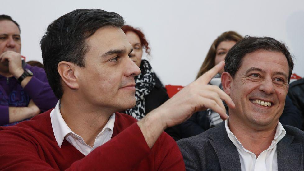 .Pedro Sánchez y Besteiro, en una imagen del pasado jueves, durante la visita del secretario general del PSOE a A Coruña.