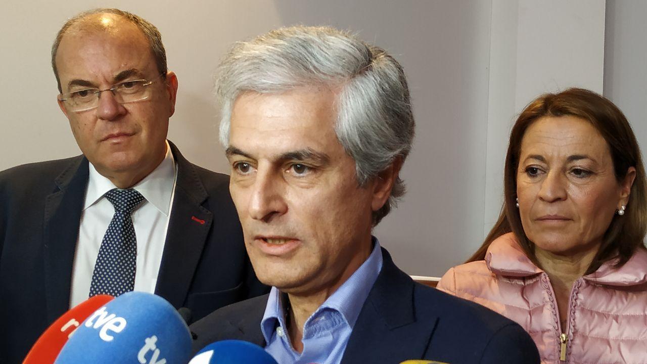 Suárez Illana se muestra dispuesto a dialogar con todos los partidos, excepto los que siembren discordia y generen odio.Iceta y Sánchez bailando durante un acto del PSC en Barcelona, en el 2015