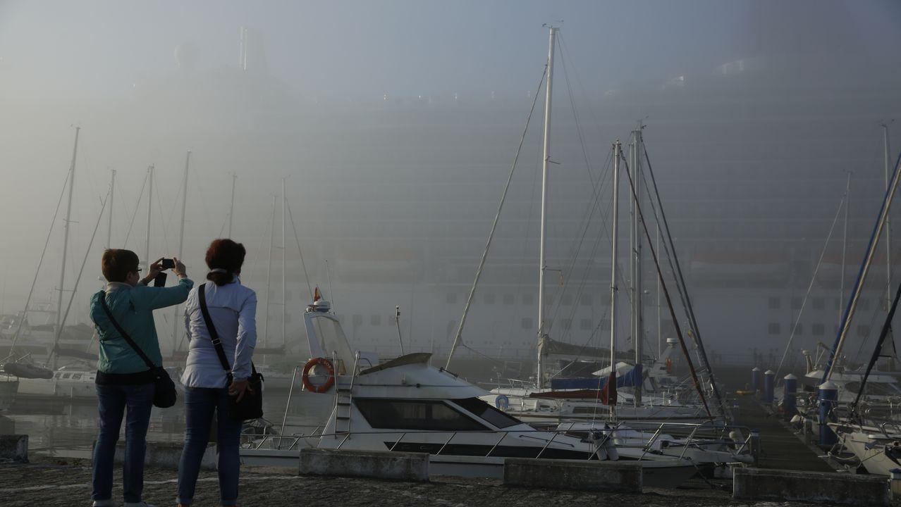 Incendio en As Eiras.Cruceros entre la niebla