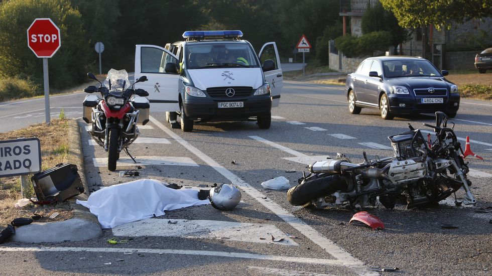 Un motorista lucense fallece en un accidente de tráfico en Castroverde.