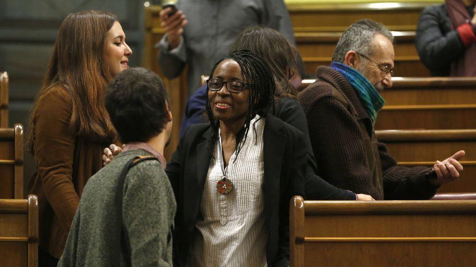 La primera diputada negra, los que llegan en bici y otras imágenes que deja la sesión constitutiva del Congreso.Comadres de Auxilia, en sillas de ruedas y bien armadas