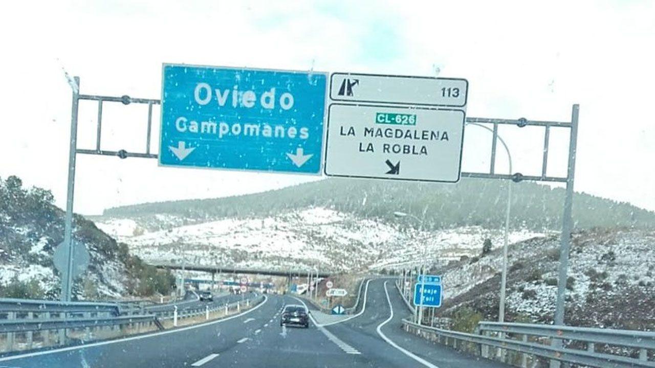 El BIEM5 despliega 58 miltares con dos transportes orugas de montañas, dos cuñas quitanieves, dos vehículos de transmisiones 3 vehículos pesados y 6 ligeros, para colaborar es el reestablecimiento de la viabilidad en #Asturias