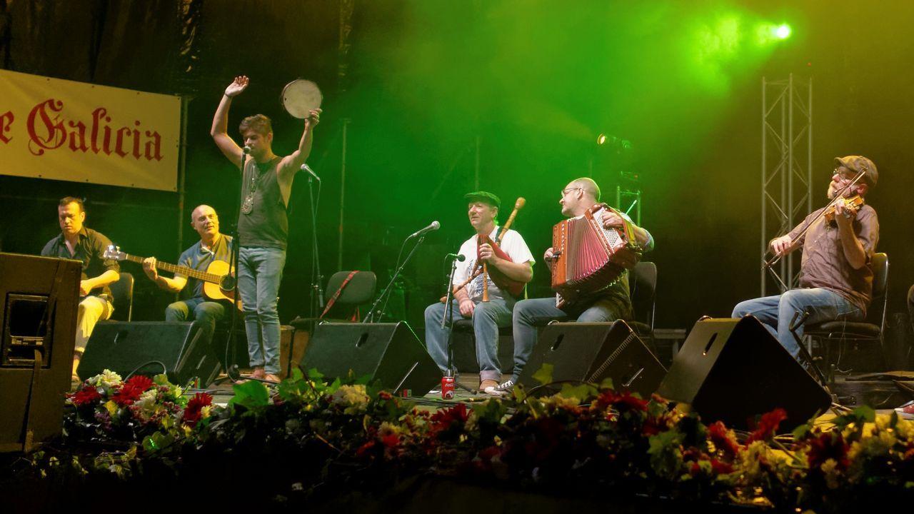 Budiño (no centro) publica o disco «Fulgor», que tamén dá nome a un viño
