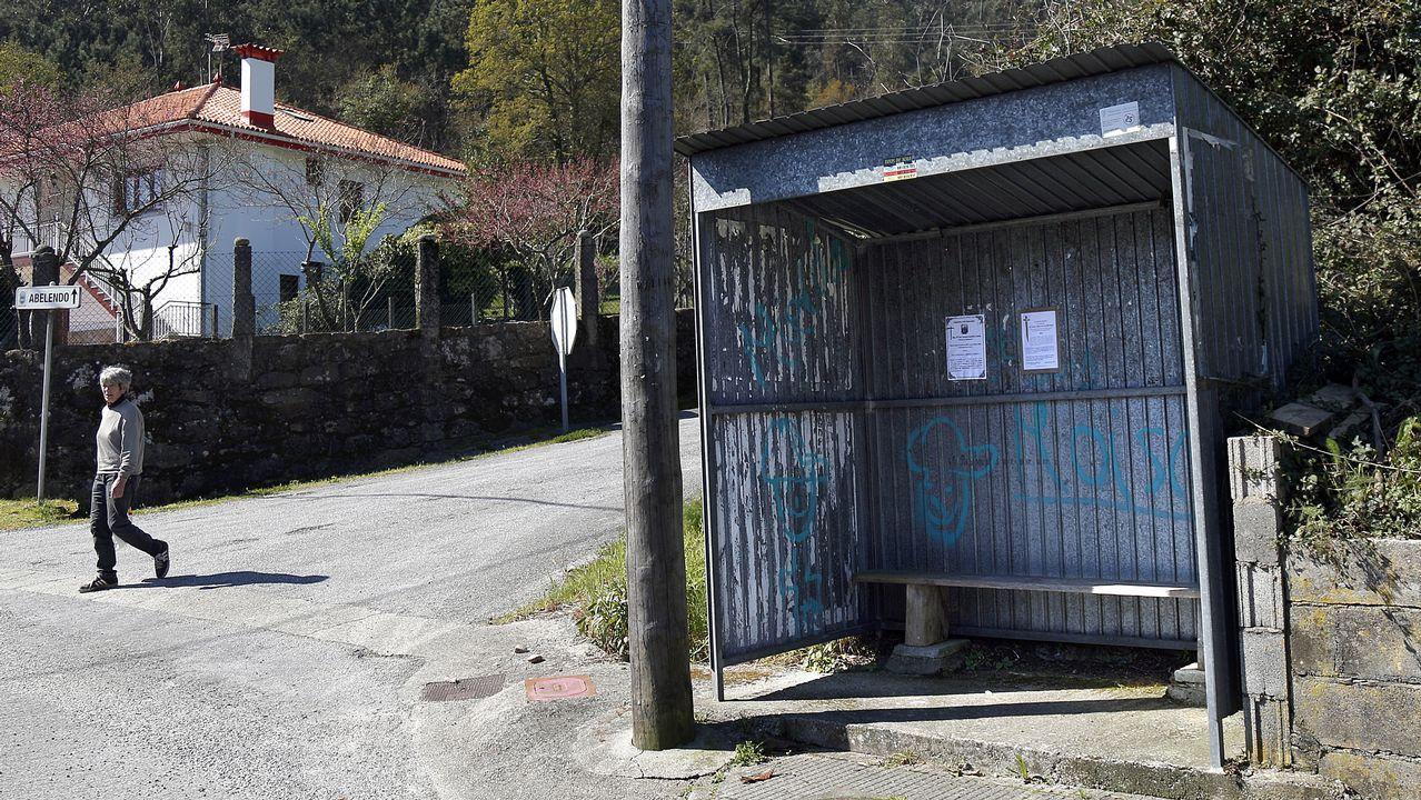 Unas chapas pueden servir para montar una marquesina en cualquier lugar de Galicia
