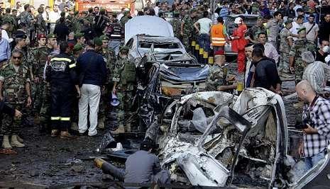 siria_portada.El doble atentado dejó un reguero de coches calcinados y destrozos en Beirut.