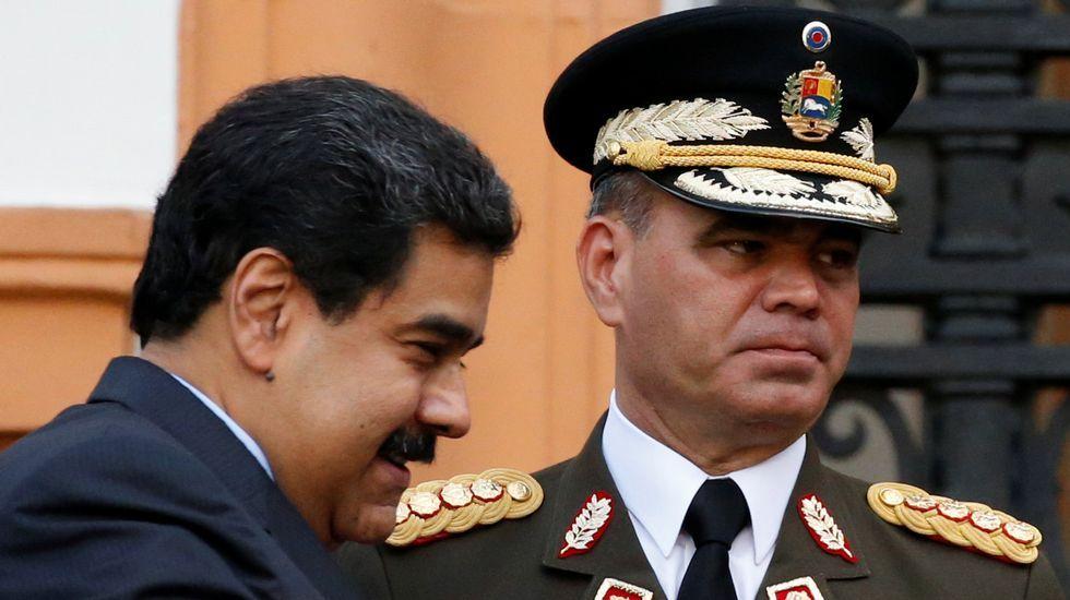 Nicolás Maduro con el ministro de Defensa, Vladimir Padrino.