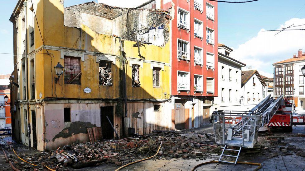 Vivienda derrumbada por un incendio en el barrio gijones de Cimavilla