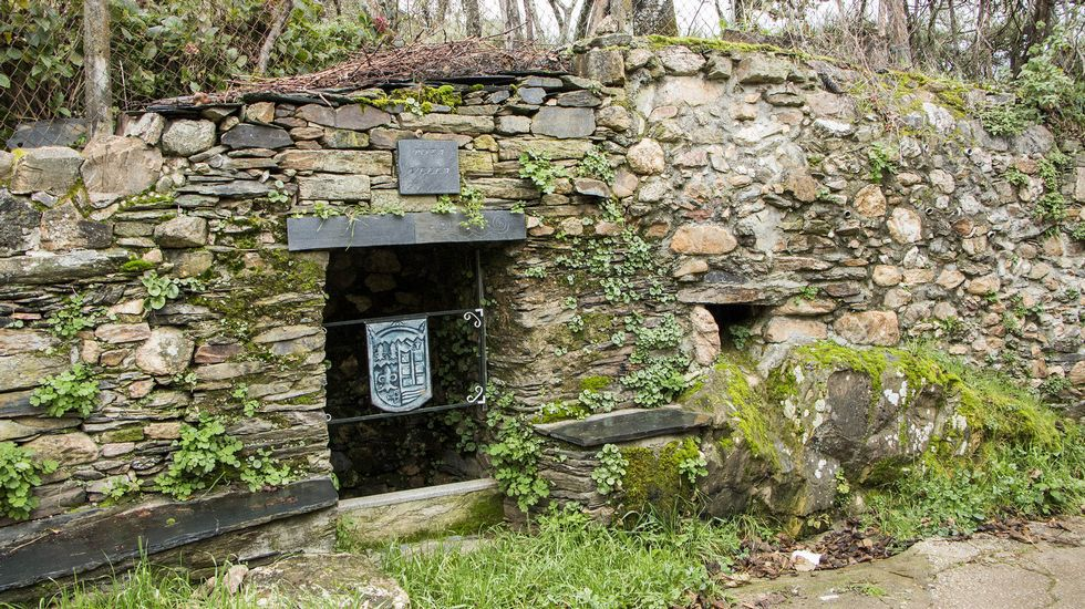 Fuente tradicional en el pueblo de Remesar
