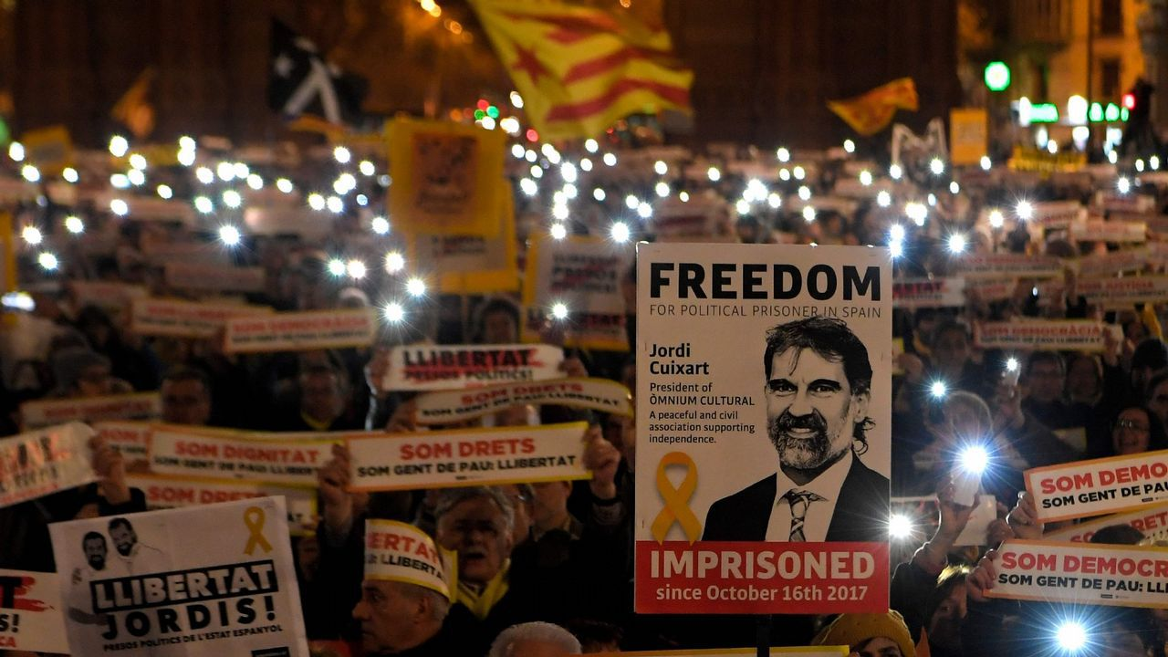 Rufián y Rajoy se enzarzan por el adoctrinamiento