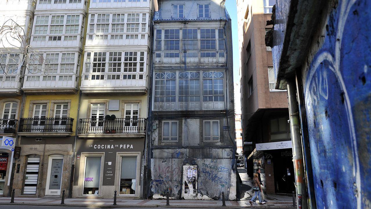 El colapso circulatorio en A Coruña, en imágenes.La sucursal de CaixaBank hizo las maletas, era el último banco que quedaba en la Ciudad Vieja. La oficina bancaria más cercana está ahora en San Agustín. Dos pubs, un restaurante en el Rosario y otro local en Troncoso cerraron en los últimos seis meses