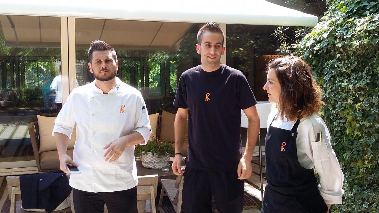 Tres gallegos, en la cima de la hostelería mundial.Jonathan, alumno del Manuel Murguía de Feáns, mordido por una víbora