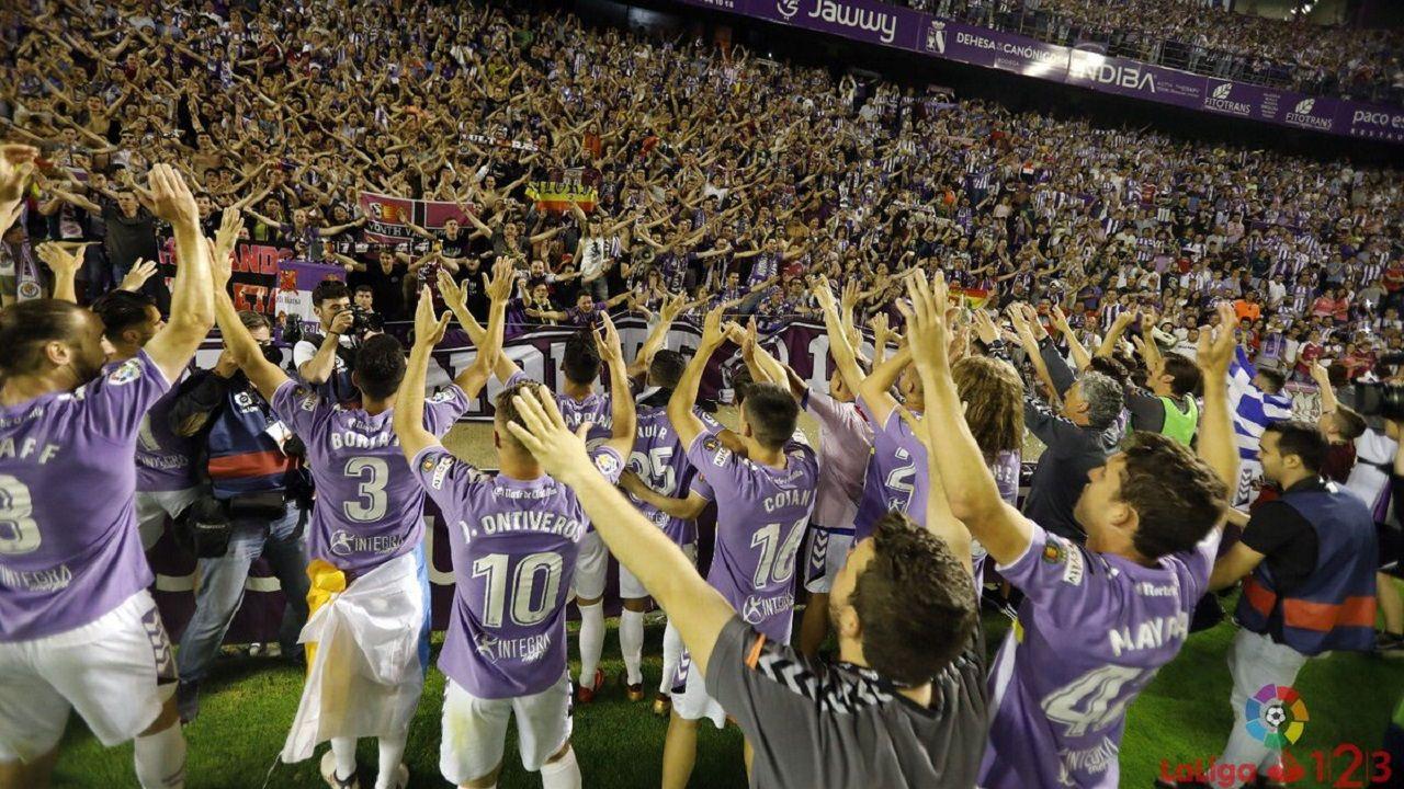 Varela Real Oviedo Almeria Carlos Tartiere.El Valladolid celebrando el ascenso