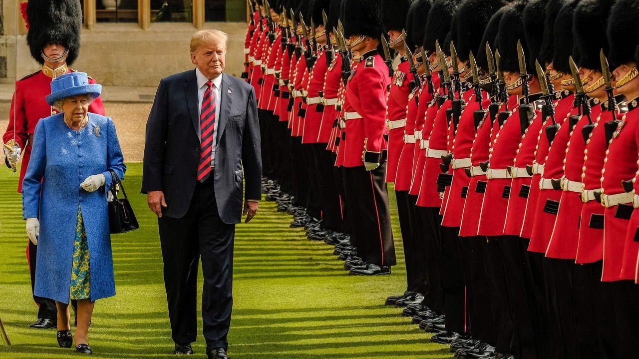 La reina Isabel II junto a Trump, durante la visita en julio del 2018.
