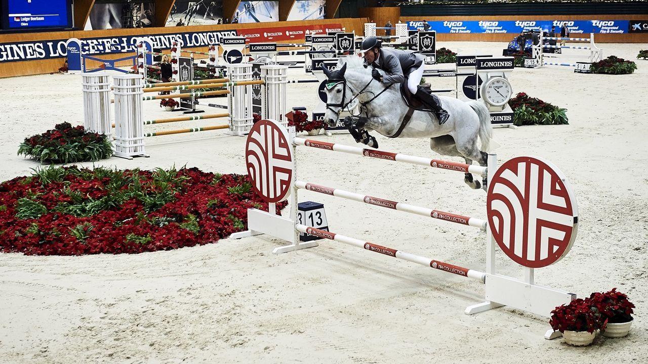 El británico Denis Lynch, sobre su caballo All Star