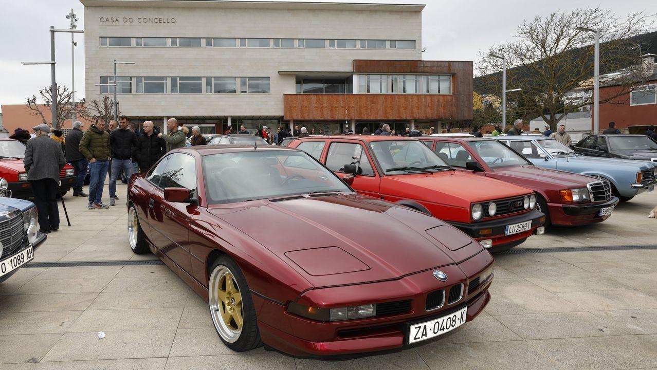 Concentración de coches clásicos en Burela