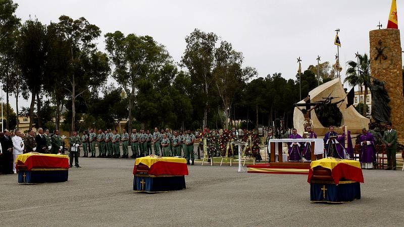 Visita de los príncipes a la Escuela Naval de Marín.El acuerdo con Defensa garantiza carga de trabajo para la factoría durante un decenio.