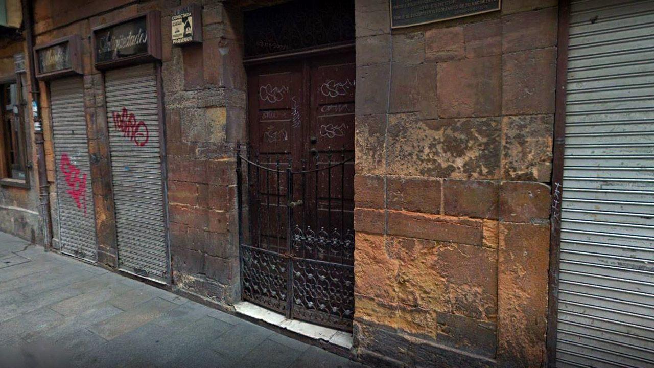 Local, ahora cerrado, que ocupaba «La Esperanzona», en el Casco Antiguo de Oviedo