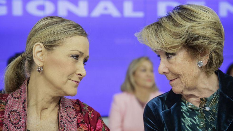 .Una imagen de Esperanza Aguirre y Cristina Cifuentes conversando durante la reunión de la Junta Directiva del PP regional celebrada el mes pasado