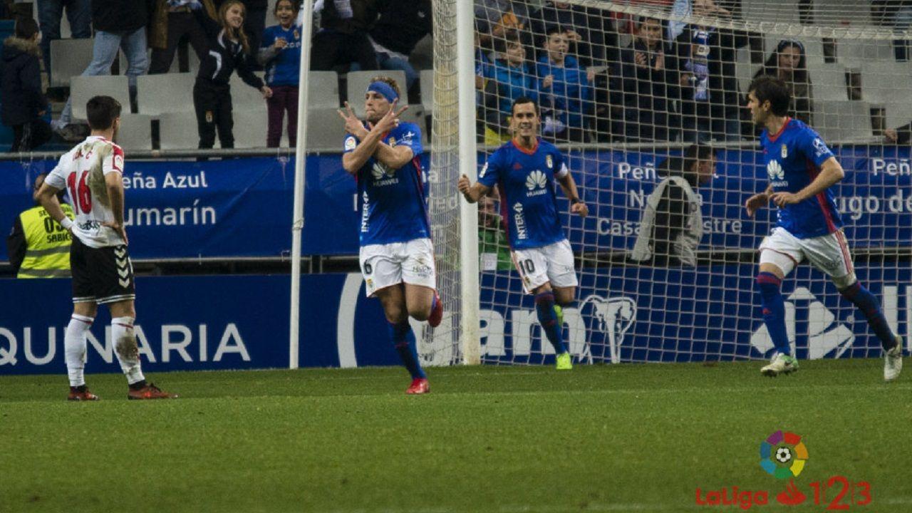 Carlos Hernández celebrando su gol a la Cultural