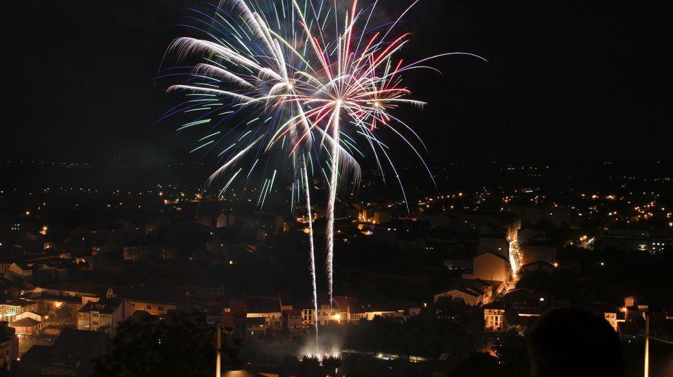 Los tradicionales fuegos del río cerraron las fiestas de Monforte.