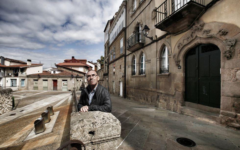 .Antonio Pereiras Penabad na Pena Vixía, o espazo no que vive e fai xuntanzas para os amigos.