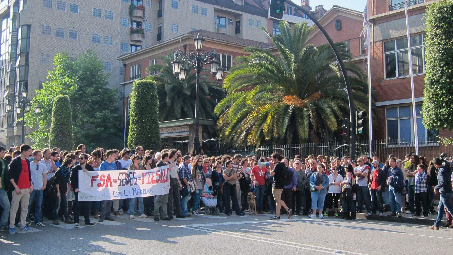 Manifestantes por La Madreña