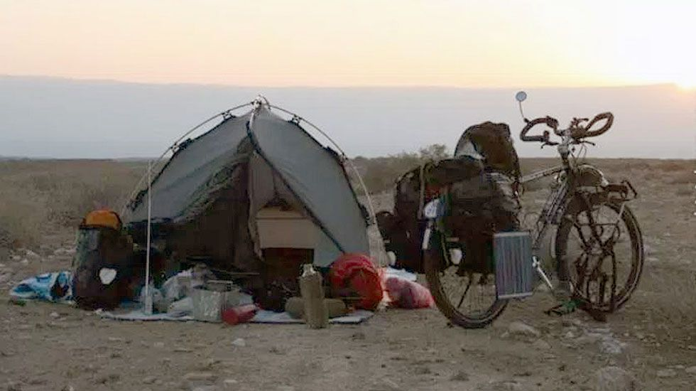 El campamento del biciclown Álvaro Neil, en una etapa en Israel.El campamento del biciclown Álvaro Neil, en una etapa en Israel