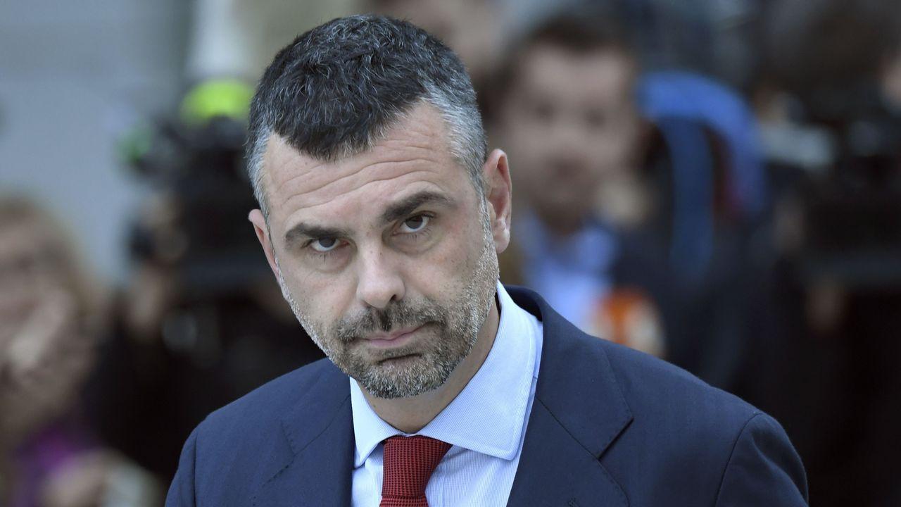 .El exconsejero de Empresa de la Generalitat Santi Vila, del PEDCat. Es el único que podrá eludir esta medida cautelar. Para él se ha fijado una fianza de 50.000 euros
