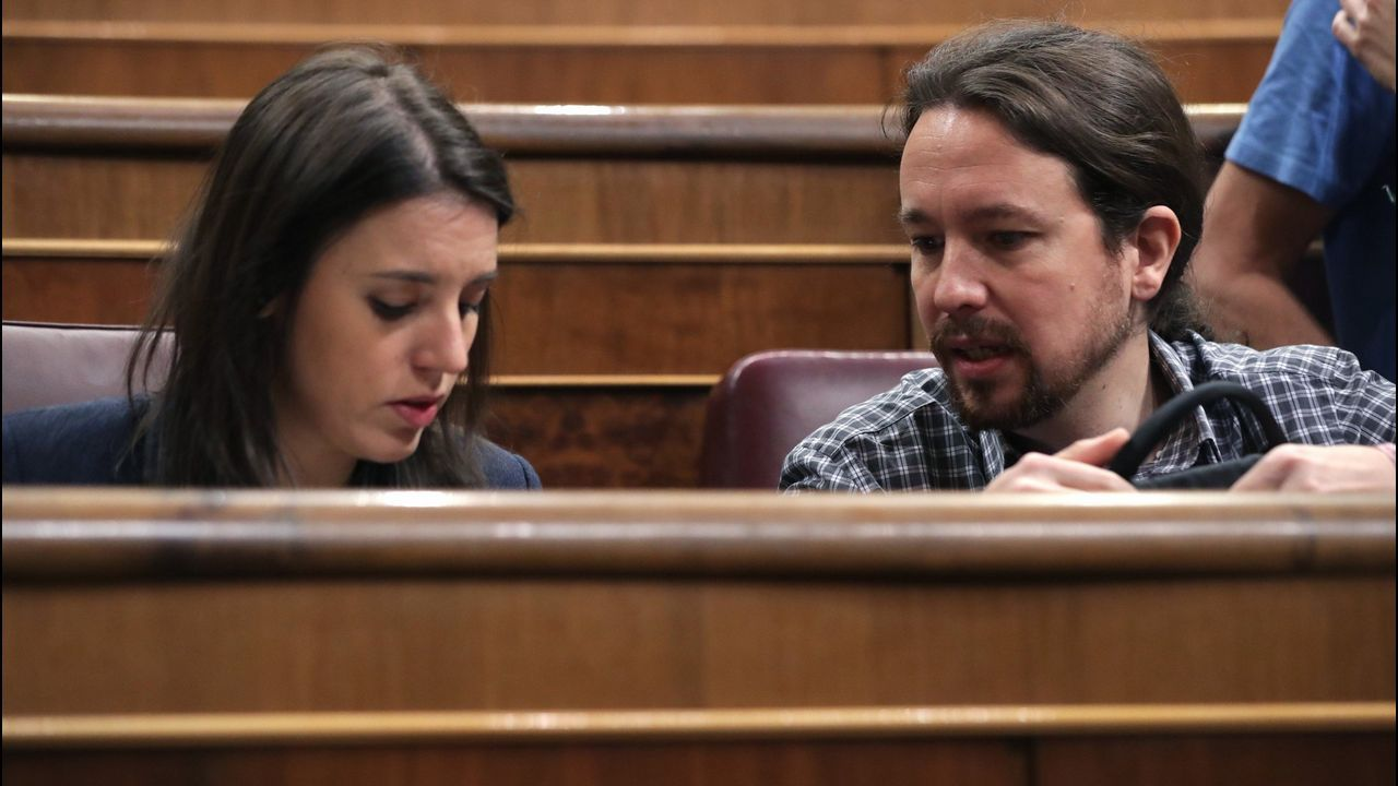 Los retos de los ministros con experiencia.El secretario de Organización del PSOE, José Luis Ábalos, y Patxi López, en un descanso