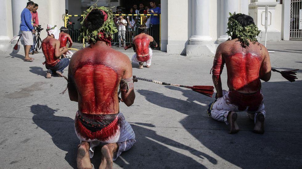 Sangrienta Semana Santa en Filipinas.Familiares de las víctimas del asalto en el complejo hotelero de Manila