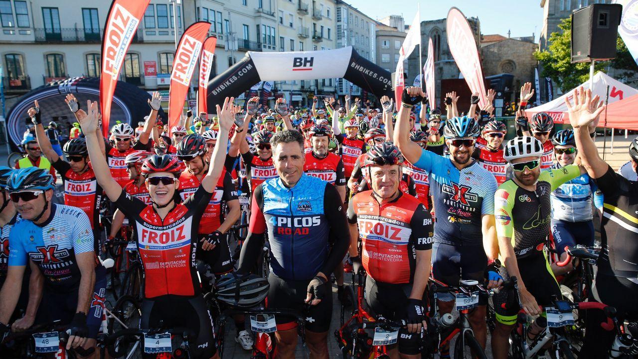 Salida de la Vuelta Ciclista Asturias desde Los Prados