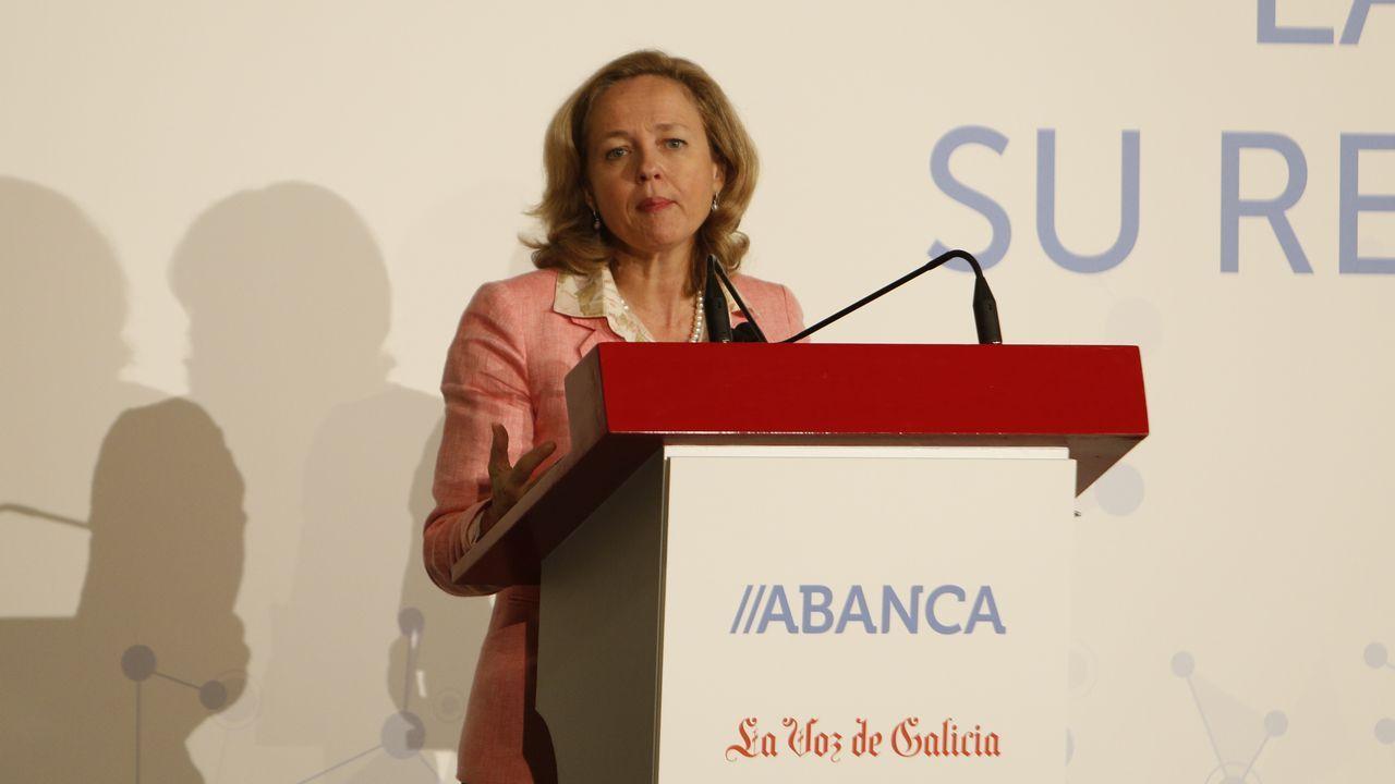 La ministra Calviño plantea una reforma del sistema fiscal para combatir el déficit estructural.Pierre Moscovici, comisario de Asuntos Económicos