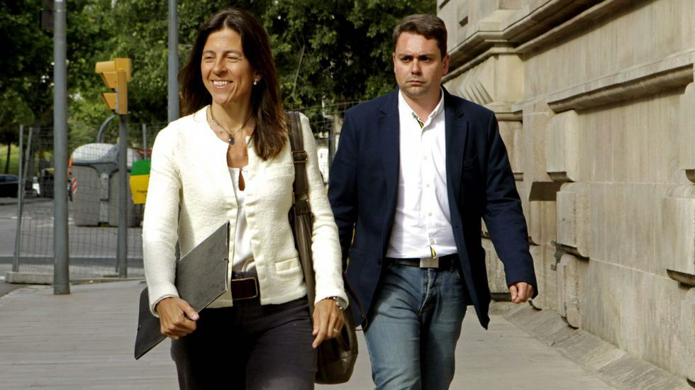 Marta Ferrusola y su lenguaje en clave para hablar con la Banca Reig.Jordi Pujol junto a Marta Ferrusola