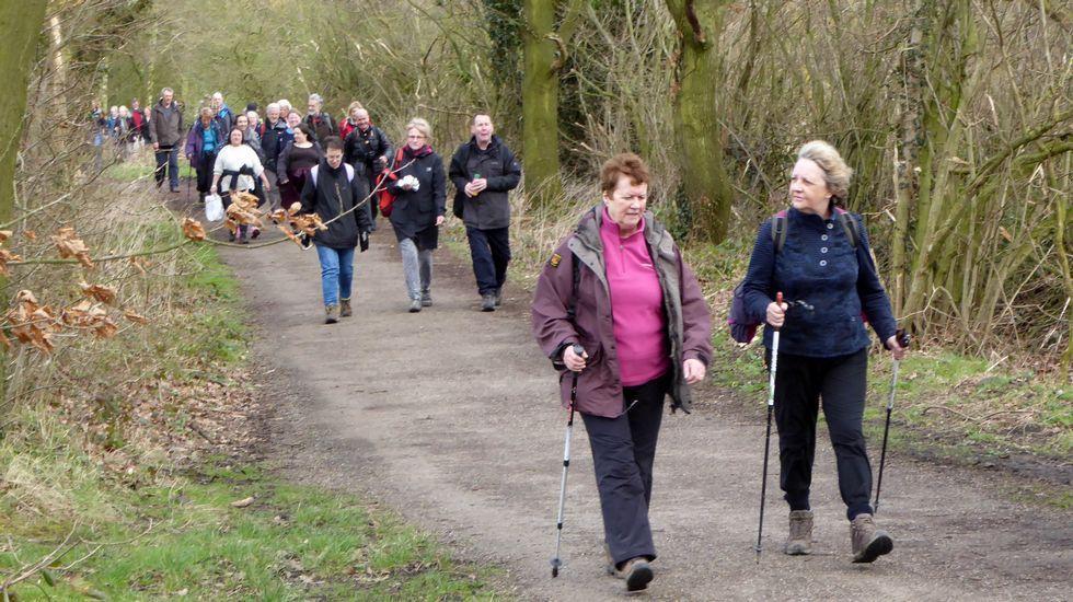Peregrinos percorrendo o pasado mes de marzo o Camiño Inglés desde o seu punto de partida, a abadía de Finchale
