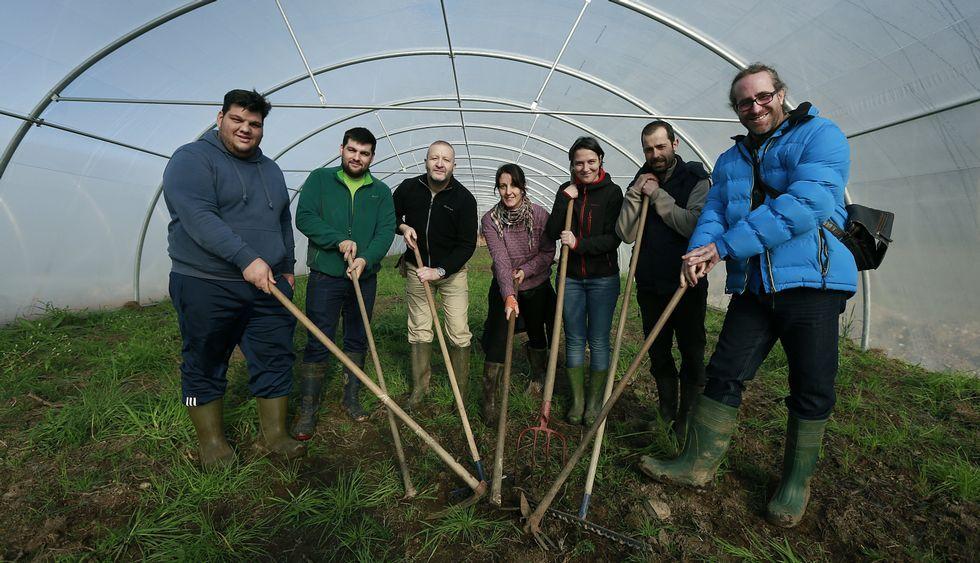 El concello 313.Los siete productores sacarán en junio su primera cosecha en común.