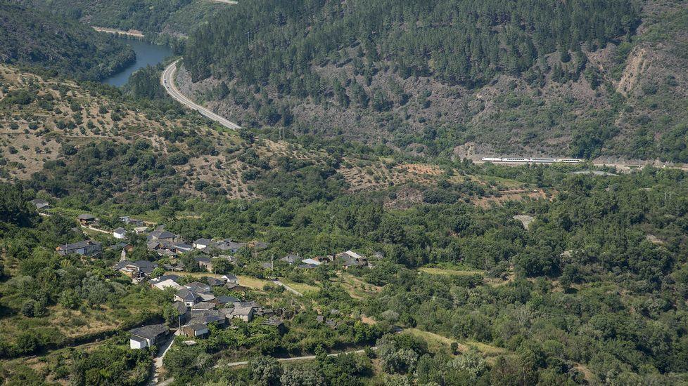 La aldea de Peites, vista desde la mina