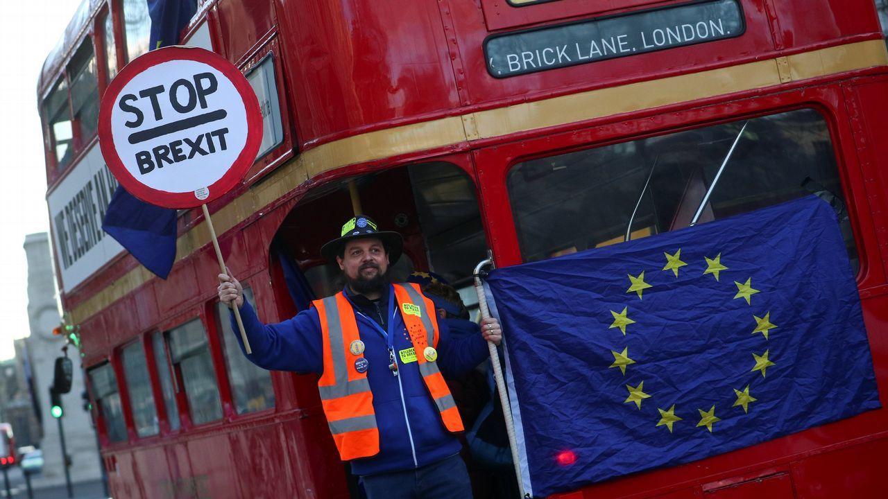 Activistas a favor y en contra del «brexit» protagonizaron escenas de alta tensión en Westminster