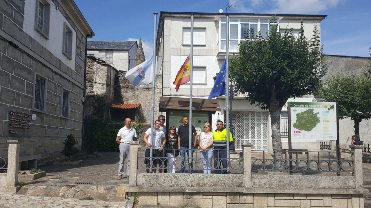 .Concentración en repulsa por los atentados de Barcelona en Manzaneda