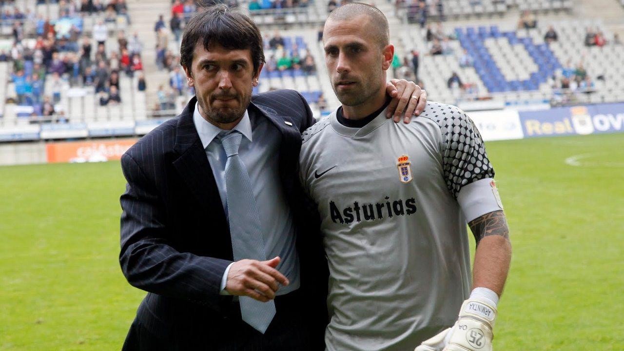 Pacheta Aulestia Real Oviedo Carlos Tartiere.Pacheta y Aulestia, tras un encuentro en el Carlos Tartiere