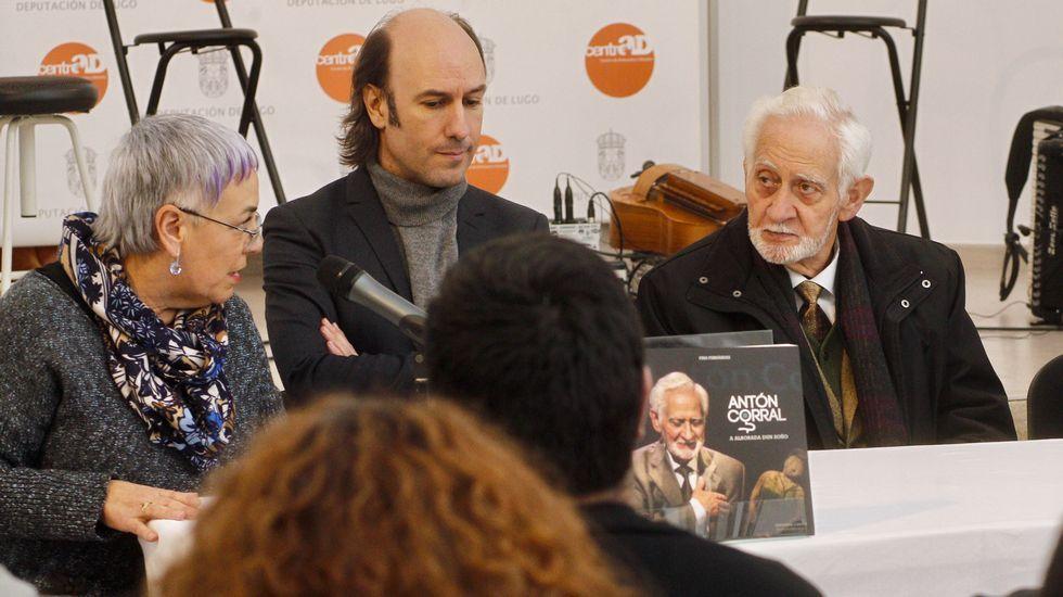 Presentación do libro sobre Antón Corral.Presentación na Academia Galega da biografía de Carlos Casares publicada por La Voz
