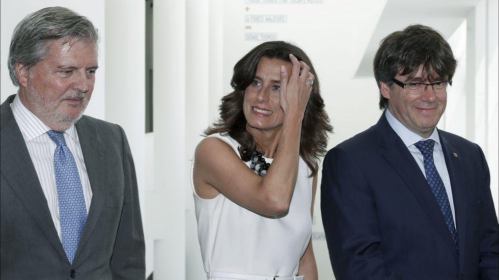 .El presidente catalán coincidió con Méndez de Vigo, ministro de Cultura, en un acto por el 30 aniversario del Museo de Arte Contemporáneo de Barcelona.