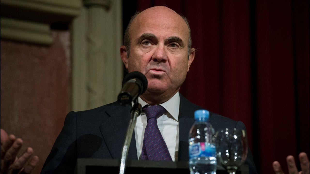 De Guindos ve una «posibilidad muy clara» de ser elegido vicepresidente del BCE.El ministro de Economía, Luis de Guindos