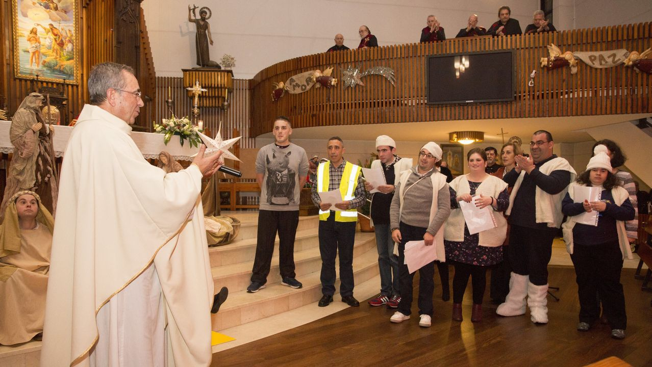 Pregón navideño en la parroquia de Carballo, con Aspaber: ¡el álbum!