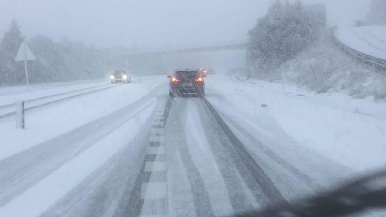 Nieve en la autovía de Noia