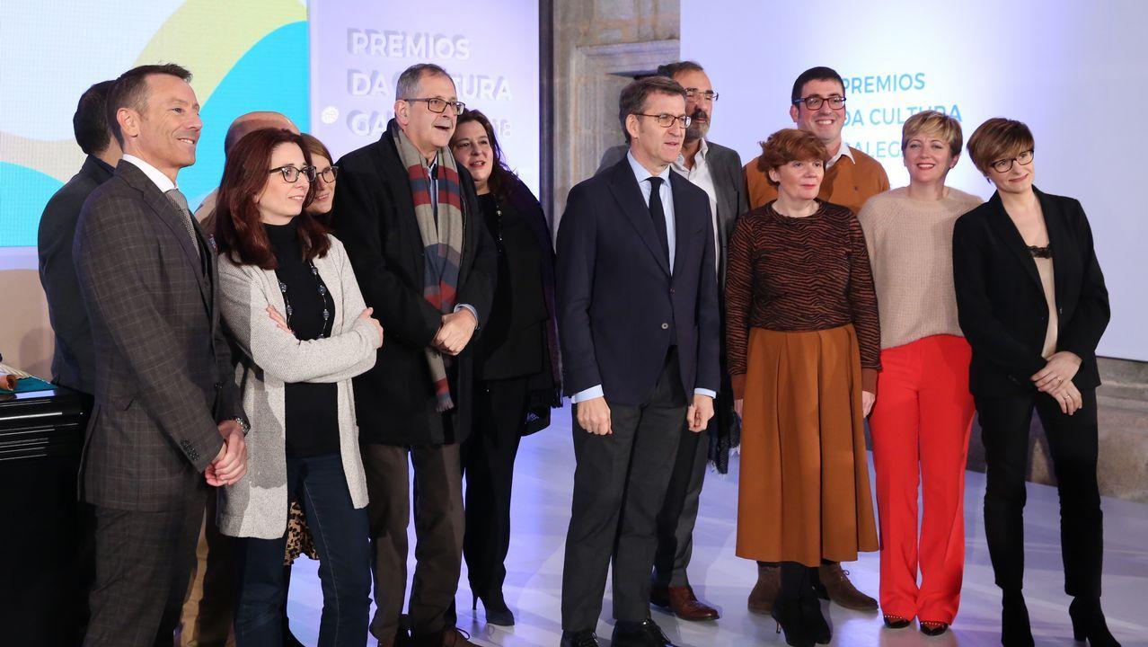 Feijoo con representantes do Festival de Outono de Teatro de Carballo